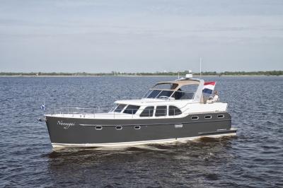 Super Lauwersmeer met twee Discovery's op Motorboot Sneek