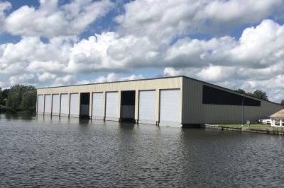 Luxuriöses Bootshaus mit Garage