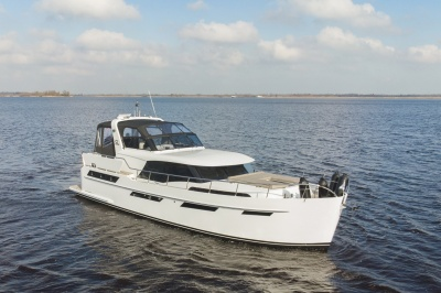 Step aboard the Discovery 47 AC for a one week pilot voyage