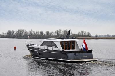 Super Lauwersmeer met twee wereldprimeurs op de HISWA te Water