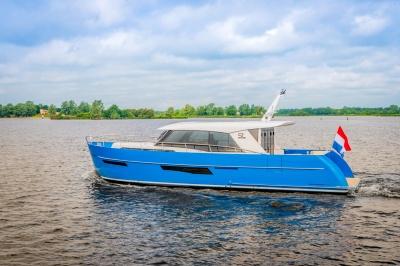 Jubilerend Super Lauwersmeer met topmodellen op HISWA te Water