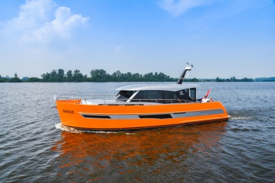 Super Lauwersmeer presents both Discovery top models at Motorboot Sneek